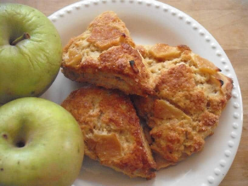 Daydreamy Roasted Apple Scones
